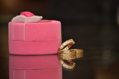 gold wedding gold rings with pink case DSC_0577