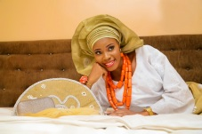 Nigerian bride makeup attire white and gold lace and aso oke with hanfan IMG_0025